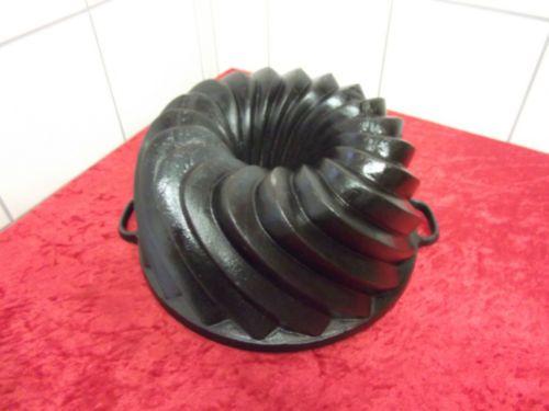 Schoener-XL-gusseisen-Gugelhupf-Backform-Kuchenform-Bundt-Cake-Pan-cast-iron-3