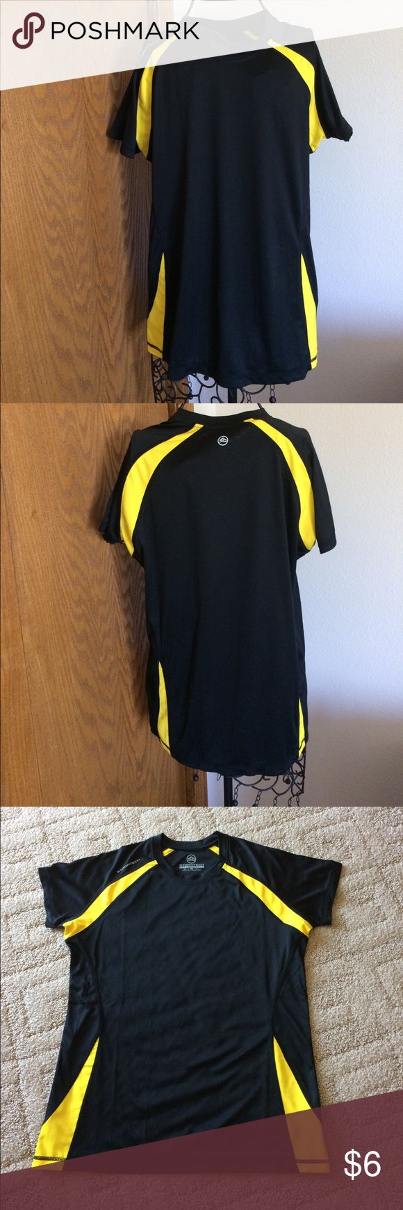 """Stormtech black & yellow short sleeve top Large Nice gently worn top of 100% polyester. Length 26"""", across front at underarm 21"""", hem width 39"""". Stretchy.No shoulder seams,has side seams. Stormtech Performance Tops Tees - Short Sleeve"""