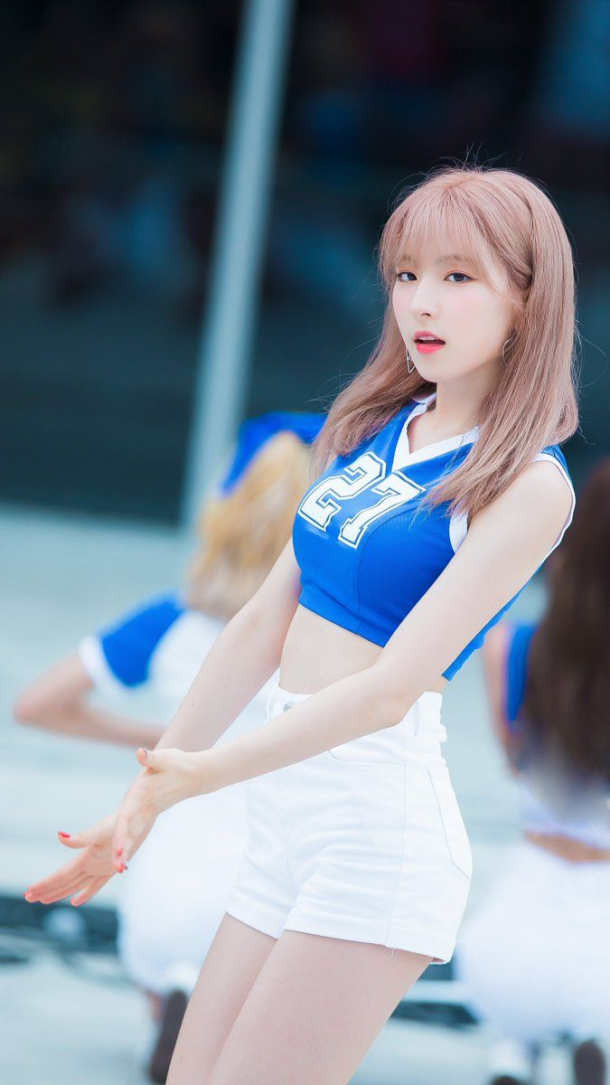 WJSN ♡ Eunseo 은서 (Son Juyeon 손주연) 'Happy' era guerilla performance 170716 at Suseo SRT station #우주소녀