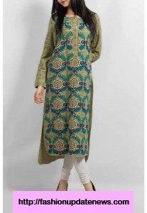 Wearing This Dress in Her Casual Life http://www.fashionupdatenews.com/ladies-winter-kurtas/