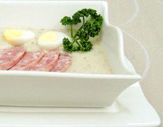 Żur wielkanocny z chrzanem, białą kiełbasą i jajkiem