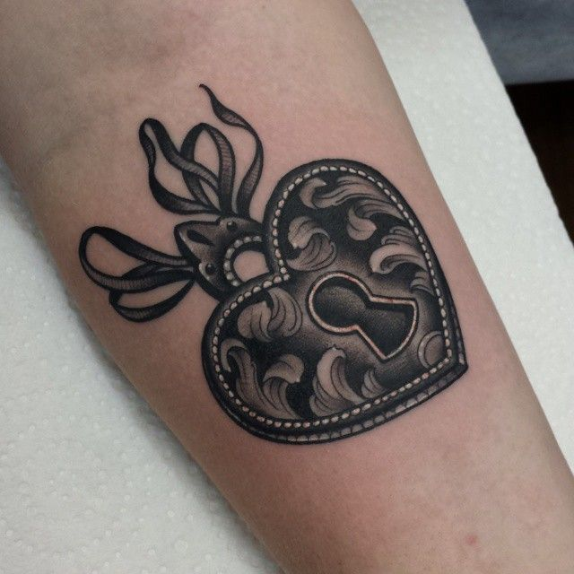 Pin By Caitlin Gemeinhardt On Tattoos: Little Heart Locket For The Lovely Caitlin Today