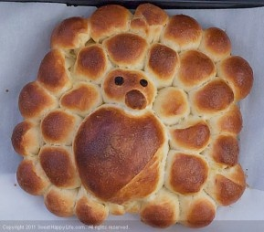 make turkey-bread for thanksgiving with kids on @Patti Stamp Parents