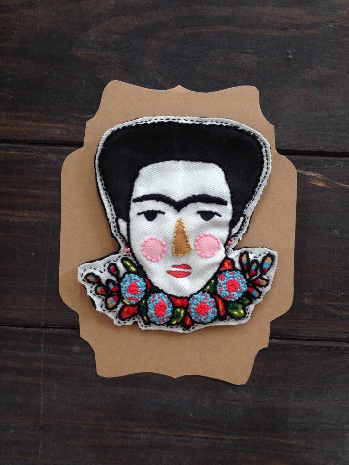 Frida Kahlo Handmade brooch - Broche de Frida Kahlo hecho a mano. Técnica bordado.