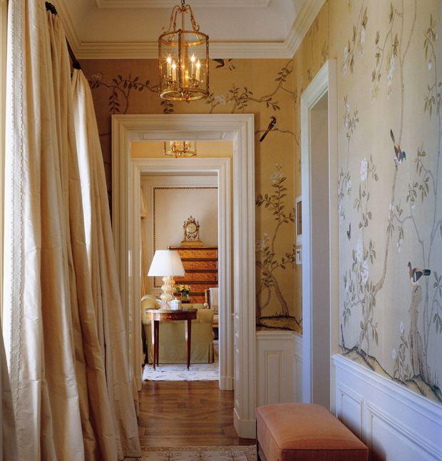 Make an Entrance. de Gournay wallpaper and silk drapes. Photography by Fritz von der Schulenburg. Interior Design: Bunny Williams.