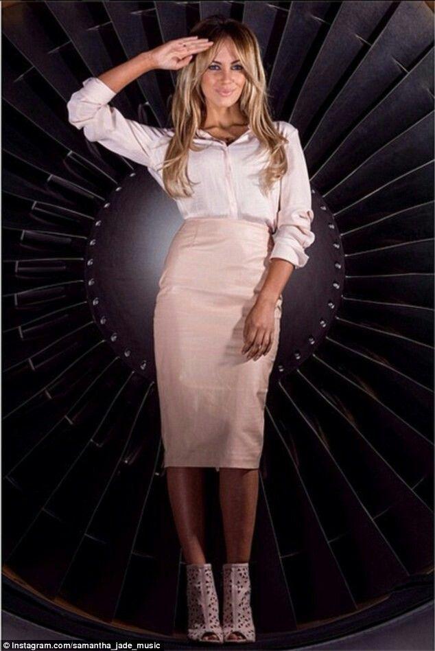 Australian singer Samantha Jade posing in a Qantas Boeing 747-400 engine