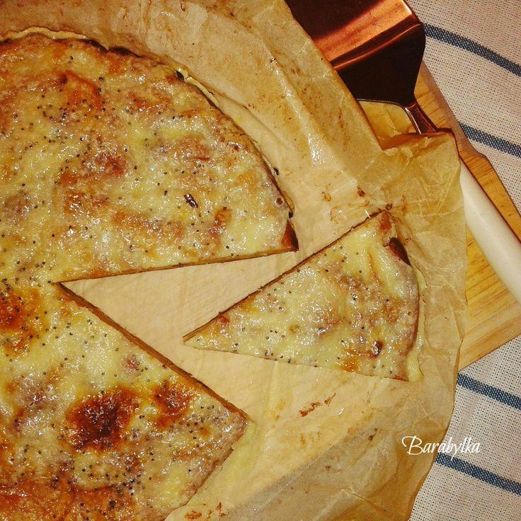 А вы подумали, что сырная пицца?:) Смешиваем венчиком 3 яйца, 100 мл молока и 5 стл сахара. Добавляем в яичную смесь 16 стл муки и 0,5 чл корицы (по желанию) и щепотку…