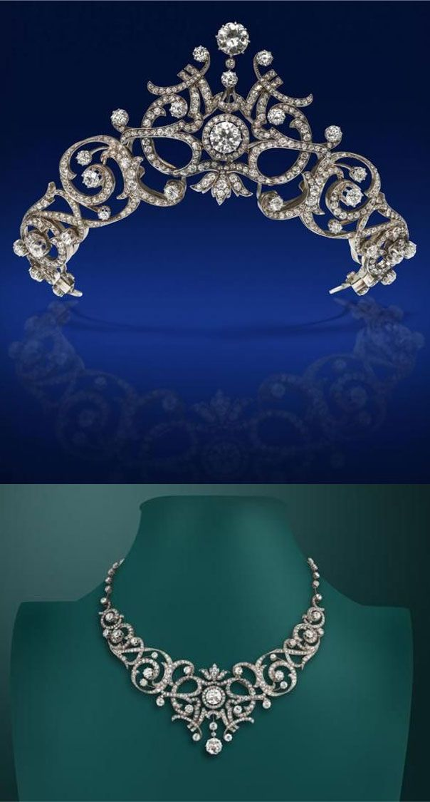 A French early 20th century diamond tiara convertible to a necklace, centred…