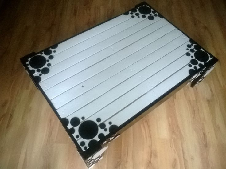 Unique, vintage ,recycled, retro decorated pallet coffee table.Black and white  http://www.ebay.co.uk/itm/251595180764?ssPageName=STRK:MESELX:IT&_trksid=p3984.m1555.l2649