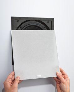 Die Lautsprecher werden bündig oder gar vertieft in die Wand eingelassen. Der anschließend aufgesetzte Metallgrill kann in Wandbarbe bestric...