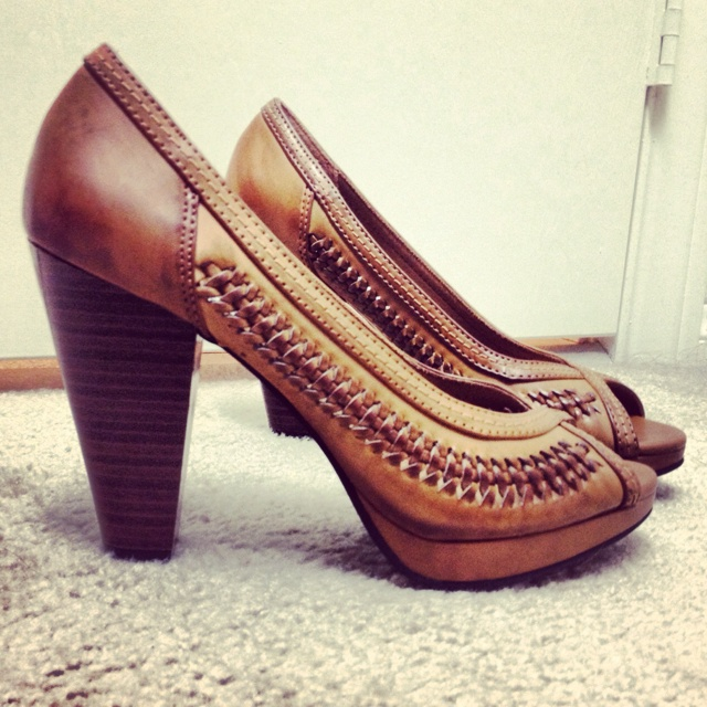 Shoe cuteness @sandra Barrieau Shoe Source (American Eagle) ((I actually own these!! Had to have them!!)
