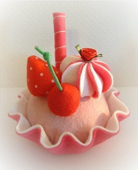 GORGEOUS FELT food strawberry cake by nicolaluke on Etsy