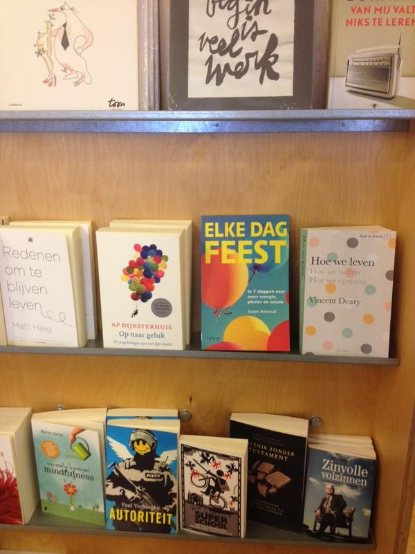 Het boek 'Elke dag feest' van Susan Amoraal staat mooi gepresenteerd in de Rotterdamse Boekhandel Bensmann & Blankstein. #elkedagfeest #susanamoraal #futurouitgevers