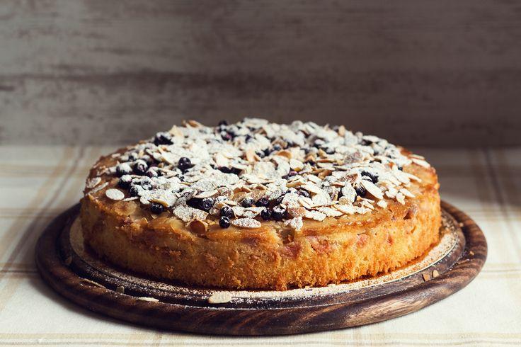 Crostata alle mandorle con amarene, la ricetta di un dolce perfetto per la colazione