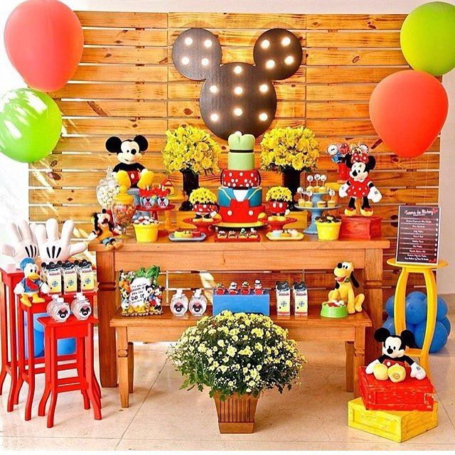 Festa fofa e colorida do tema sempre pedido: Mickey, adorei! Por @cucamalluca ❤️ #kikidsparty