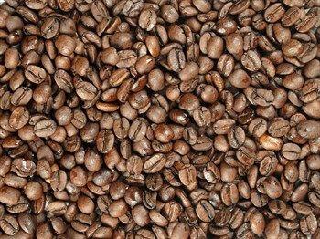VAJEČNÝ KOŇAK: Čtyři druhy Arabica, lehce sladká kakaová chuť, nádech luční kvítí, chuť a vůně vaječného koňaku.