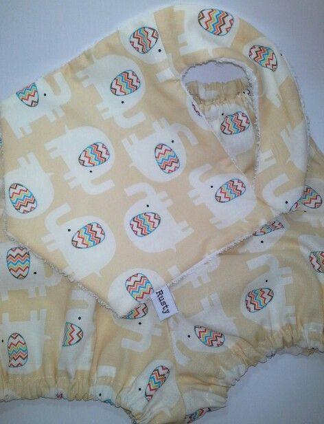 Baby bib & pants set