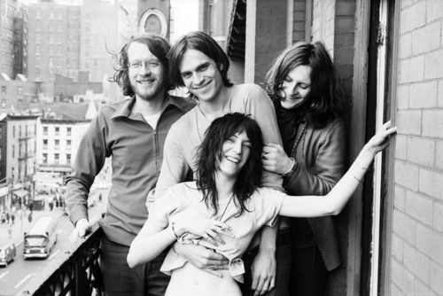 patti smith with friends at chelsea hotel, 1971