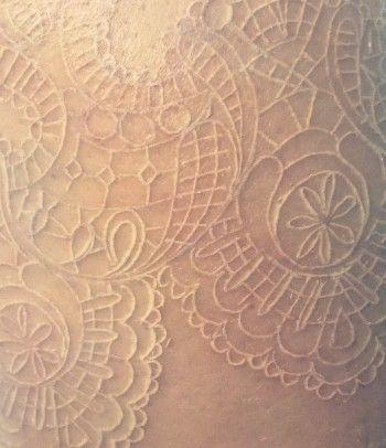 """Je crois que j'ai trouvé """"L'Artiste"""" tatoueuse pour mon prochain projet!  Un papillon 3D en dentelle blanche pour chacun de mes enfants et petits-enfants.  Une touche de couleur (les yeux?) représentant leur pierre de naissance respective, peut-être?  Quebec Tattoo Shops : Josi Labelle"""