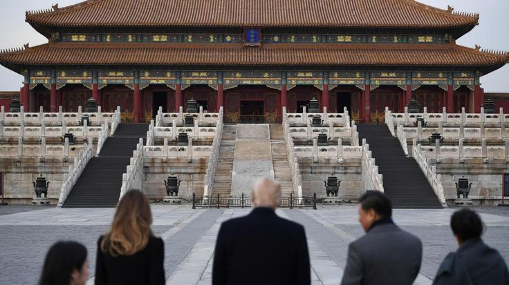 US President Donald Trump, First Lady Melania Trump, China's President Xi Jinping and his wife Peng Liyuan look at the Forbidden City in Beijing on Nov. 8