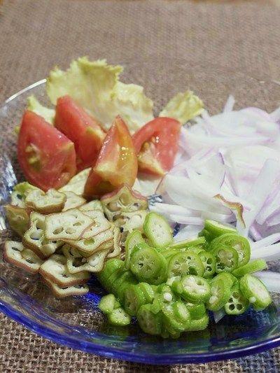 ベニーオクラとオクラと紫玉ねぎとトマトのサラダ> by はーい♪にゃん ...