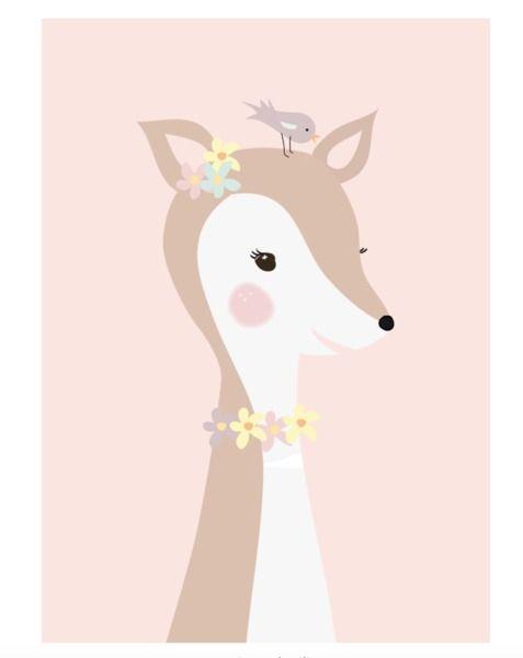 Poster Hertje met vogel A4. Een lieve hertjes poster in zacht roze. Schattige muurdecoratie voor in een meisjeskamer