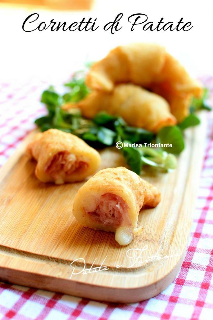 Ricetta dei Cornetti di patate salati, facili, veloci e gustosi. Una ricetta perfetta per ogni occasione da un compleanno ad un antipasto. I Cornetti di patate sono una ricetta riciclo perfetta nel caso avete avanzato delle patate lesse. In meno di mezz'ora potete portare in tavola una sfiziosa ricetta super filante