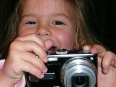 Des recherches ont démontré que la photographie était un puissant vecteur de bonheur. Je vous invite à découvrir les 7 raisons qui rendent l'apprentissage de la photographie chez les enfants incontournables.