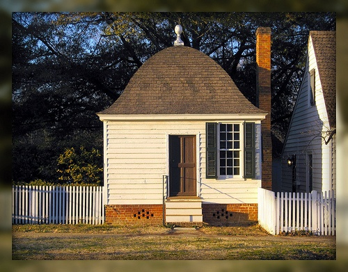 Living in williamsburg virginia the little house for Williamsburg craft house catalog