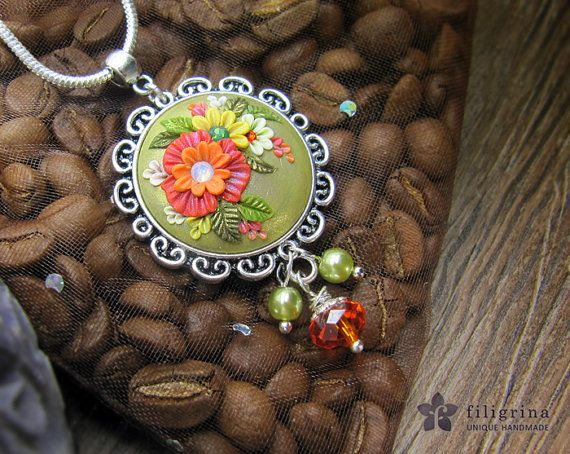 SPRING ROUND pendant red green flowers in silver tone by Filigrina, €23.00