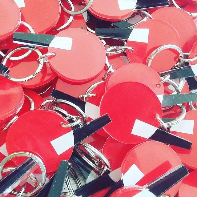 #new #plexiglass #acrylic #keychain #keyring #screenprint   #silkscreen #red #black #white #souvenir #gift #greekdesigners #plexiartshop @santoriniartsfactory #santorini #greece #handmade #photooftheday #madeingreece