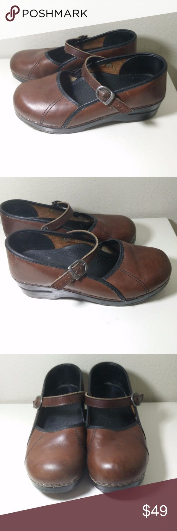 DANSKO Marah Mary Jane  Brown Leather Clogs  SZ 38 DANSKO Marah Mary Jane  Brown Leather Clogs Shoes EU Size 38/ US 7.5 - 8 -  Showing signs of wear and the odd scuff mark but still in GOOD overall condition with loads of wear still left in these shoes!  (ref#1852) Dansko Shoes Mules & Clogs