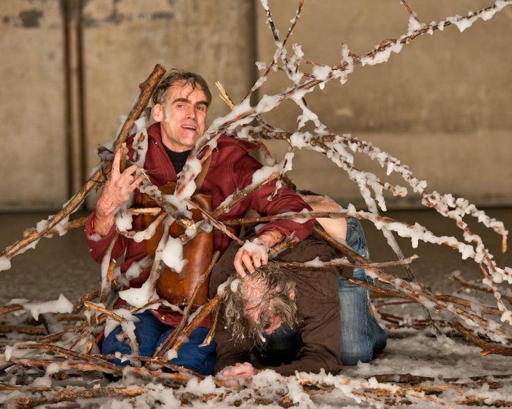 Sebastian Blomberg (als Kolja) und André Jung (als Hund) in Karamasow in den Sophiensaelen Berlin - Foto (C) Arwed Messmer