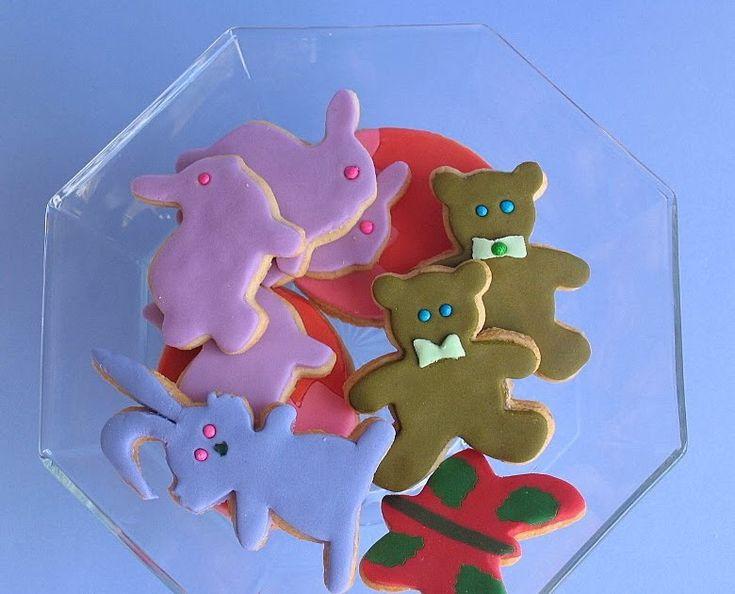"""Embora esses biscoitos estejam sendo chamados de """"de baunilha"""", a verdade é que se pode mudar o sabor deles, simplesmente mudando o aromat..."""