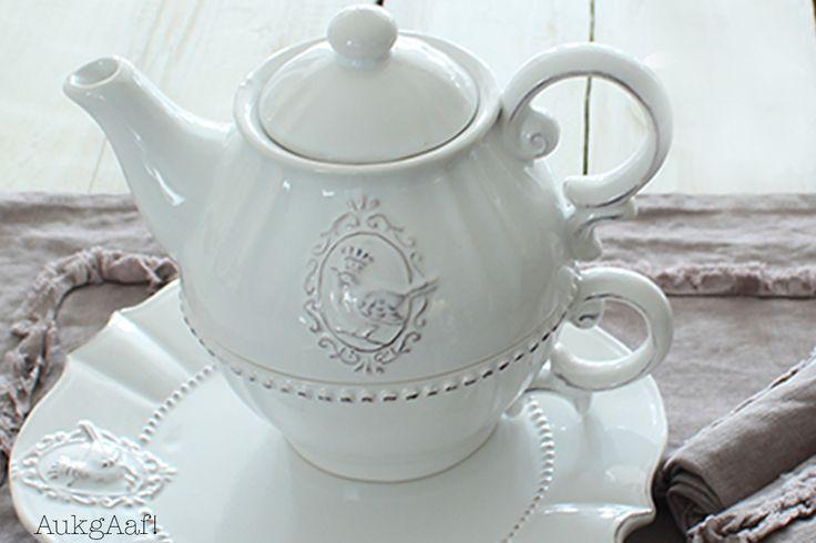 Wit servies met kip van Clayre en Eef! http://aukgaaf.com/nl/lifestyle-woonaccessoires-landelijk-wonen-brocante-accessoires/woonaccessoires-lifestyle-landelijke-accessoires-brocante/servies.html