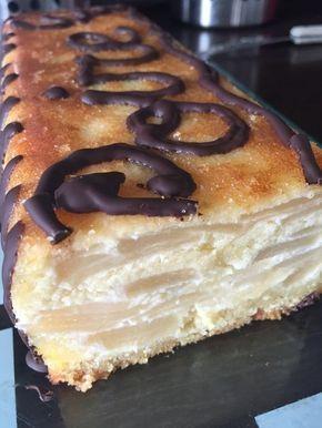 Terrine poire et crème d'amandes 1 boite 4/4 de poires au sirop 120 gr de sucre en poudre 120 gr de poudre d'amandes 120 gr de beurre mou 3 oeufs 1càS d'alcool de poire