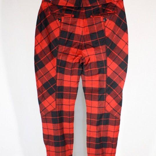 Pantalon écossais Dolce & Gabbana (90% laine) à carreaux rouge et noir avec jeux d'empiècements contrasté. 2 poches zippées à l'avant,  2 poches boutonnées sur les fesses et chevilles zippées.  En parfait état !  Taille : 40 (IT) soit 36 FR