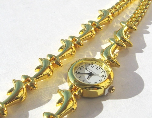 Google Image Result for http://passionatelifeandlove.files.wordpress.com/2009/04/gold-plated-dolphin-watch-and-bracelet-from-crimeajewel.jpg%3Fw%3D500%26h%3D390Colors