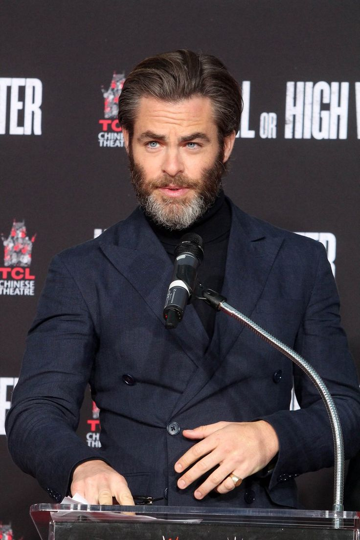 Chris Pine..  the grey is even sexier ❤️ohhhh
