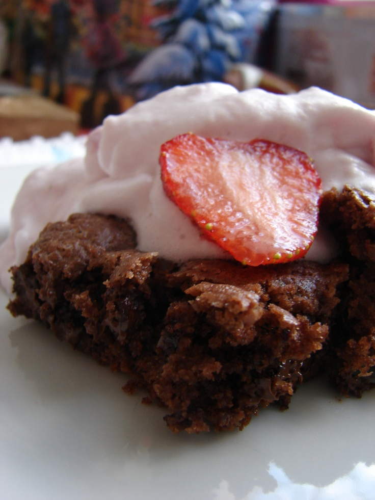 Brownie with strawberry cream