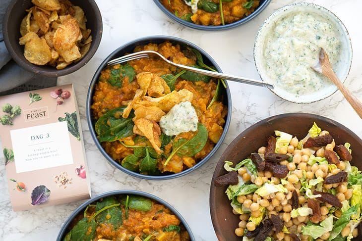 Lækker og nem blomkålscurry som smager helt fantastisk og godt krydret - få den lækre opskrift på vegetarisk curry med blomkål her