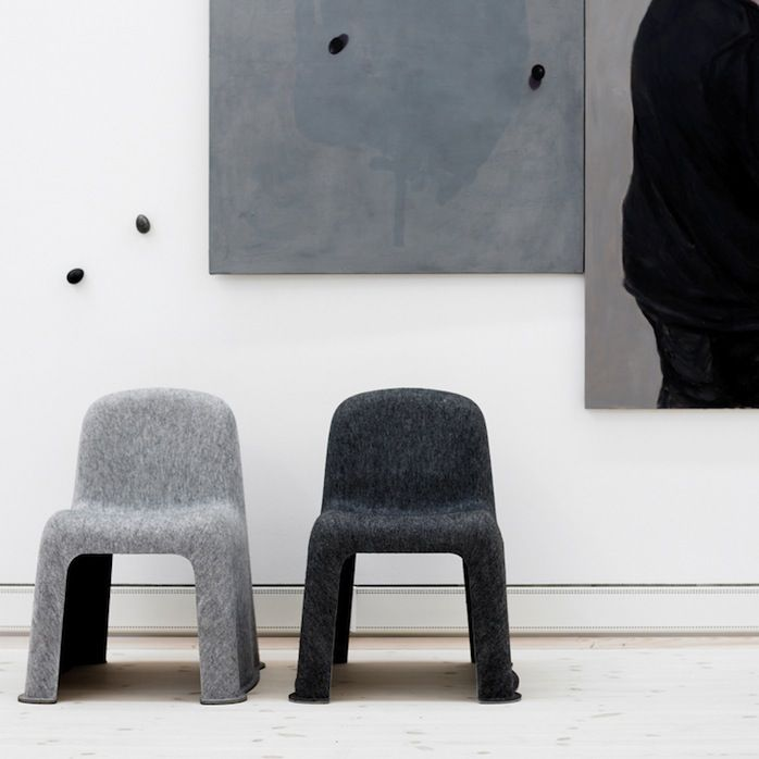 The Nobody chair produced by Danish brand Hay, that is. Made of PET felt, a 100 % recyclable material made from used water and soda bottles, Nobody's only structure is textile : the felt was put in form presses and heated up... No frame, plastic, screws or glue are used in its production - eco-friendly
