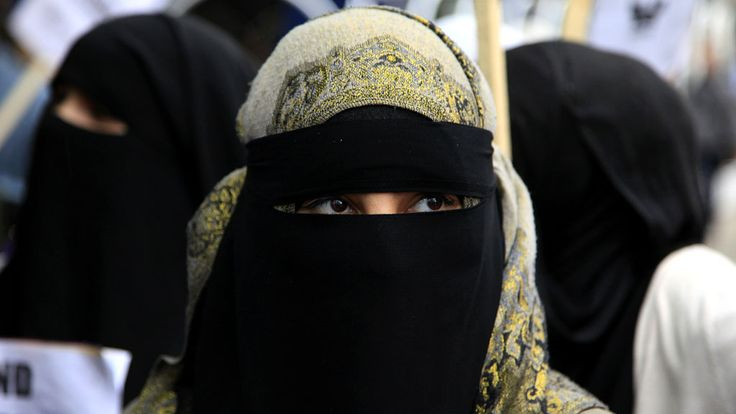 From hijab to burqa - a guide to Muslim headwear - Channel 4 News