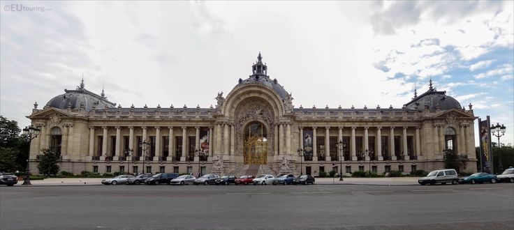 Panoramic showing the full front of the Petit Palais - Be sure to zoom in to see the details!  You may also like www.eutouring.com/images_petit_palais.html