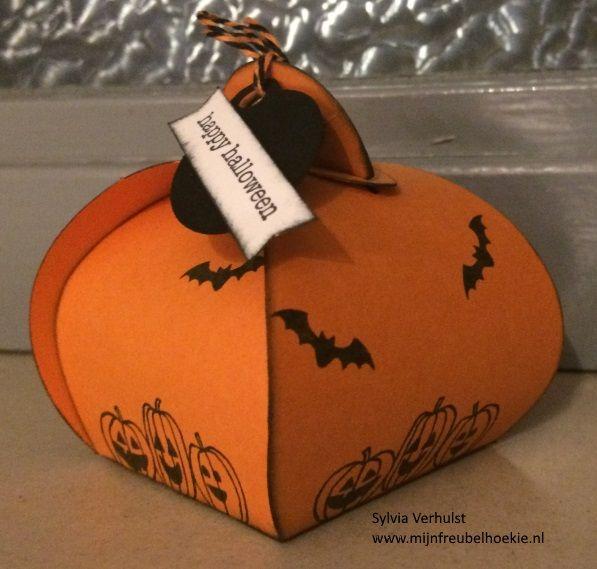 Halloween workshop, I filled the Curvy Keepsake box with little Halloween chocolats# Curvy Keepsake Box#Stampin' Up!