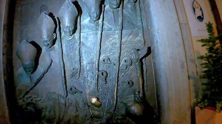 7. Любляна. Словения. Боковая дверь собора Святого Николая.