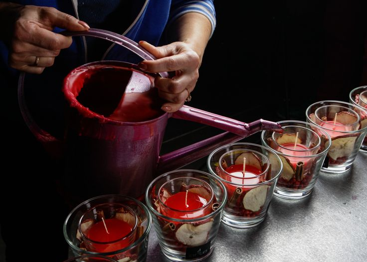 Process of production our candle with decoration and gel.