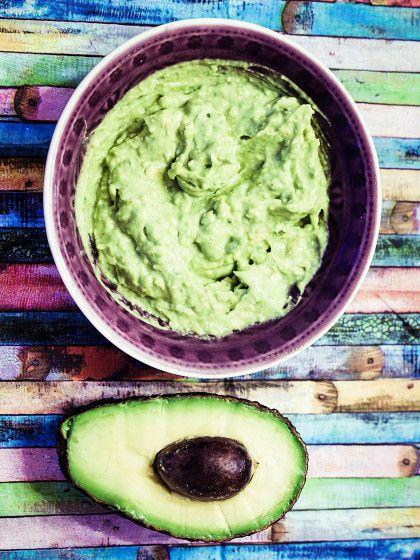 Für Guacamole hat wohl jeder so seine Geheimzutat. Wir verraten euch, mit welchen Lebensmitteln - außer Tomaten - man die Avocadopaste noch pimpen kann.