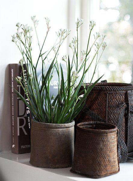 Idag hade jag tänkt på att bjuda er på några enkla tips när det gäller dekoration. Varför inte en vacker korg eller prydnadssak på dina favoritböcker tillsammans med några tända ljus. Korgar i...