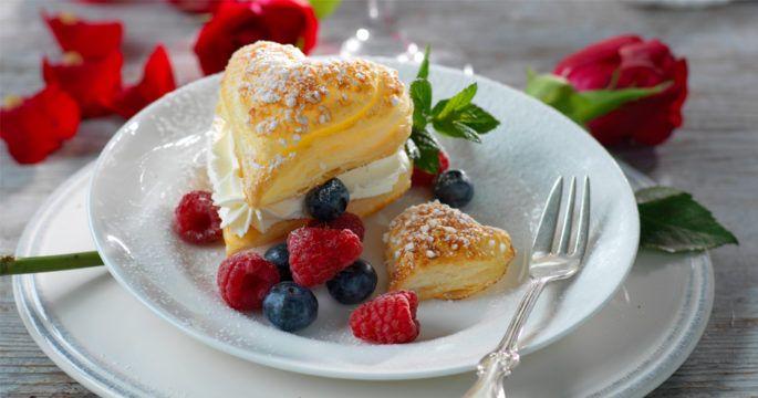 Här får du alla våra bästa recept. Oavsett om du vill laga mat eller baka hittar du det perfekta receptet här! Alla våra recept är provlagade/bakade och du hittar recept på allt från perfekta bjudrätter till vardagsmat och läckra kakor, desserter och bakverk.